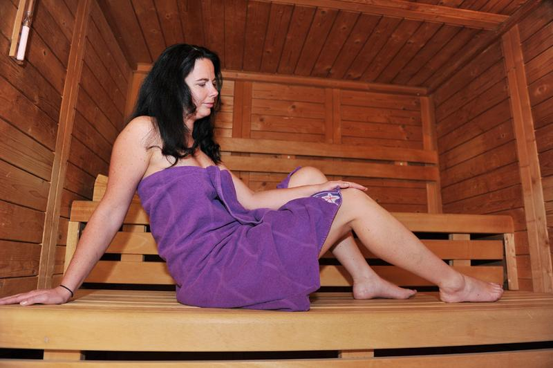 sauna in fulda feel good fitnessstudio f r frauen in fulda k nzell. Black Bedroom Furniture Sets. Home Design Ideas